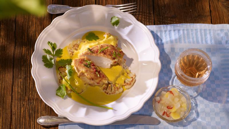 Curry-Blumenkohl-mit-Stubenkueken-und-Birnenchutney