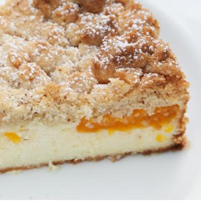 Kaesekuchen-mit-Mirabellen-und-Streuseln