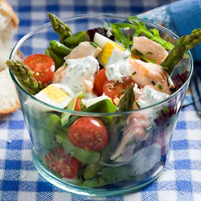 Lachssalat-mit-gruenem-Spargel