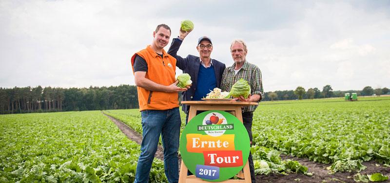 Ernte-Reporter Christian mit Heiner Sievers und Birger Exner am Ernte-Tour-Tisch.