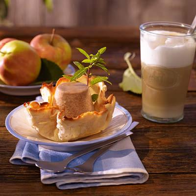 Apfel-Amaretto-Parfait-mit-Apfelkompott