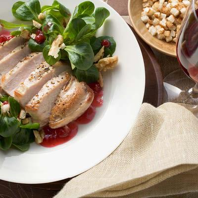 Fasanenbrust-mit-Preiselbeersauce-und-Feldsalat