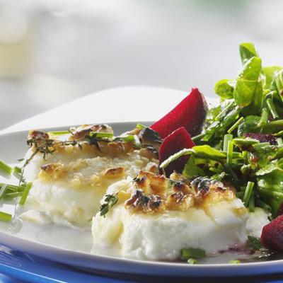 Gebackene-Rote-Bete-mit-Feldsalat-Ziegenkaese-und-Walnuessen