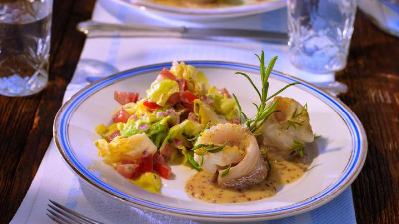 Sommerküche Genehmigung : Gedünsteter kopfsalat mit gebratenem kabeljau deutschland mein
