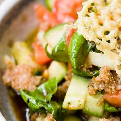 Gurkensalat-mit-Parmesanplaetzchen
