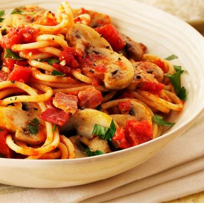 Spaghetti-mit-Tomaten-Bacon-Champignons