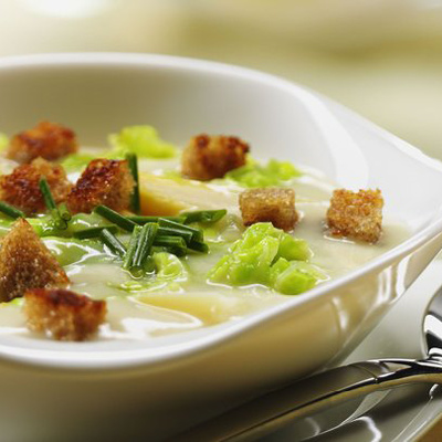 Spitzkohl-Spargel-Suppe