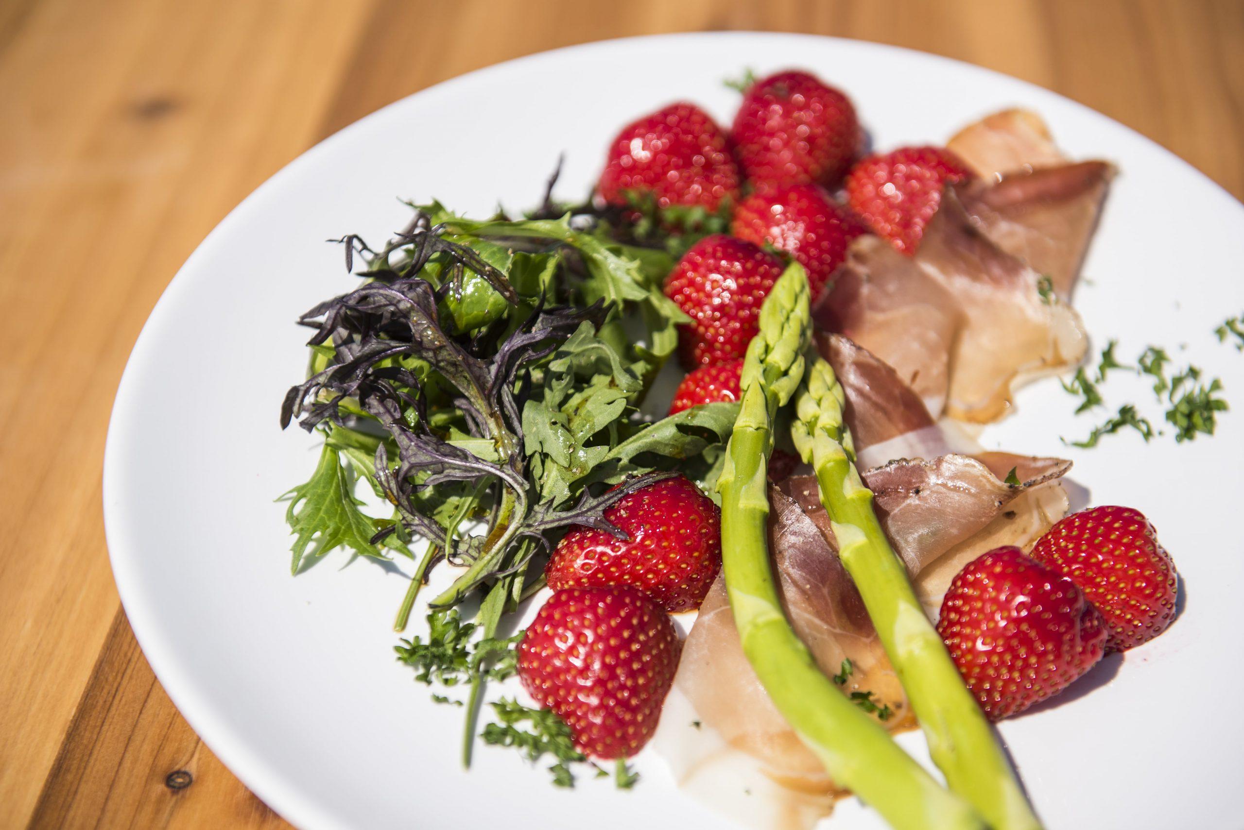Rezept mit Erdbeeren und Spargel