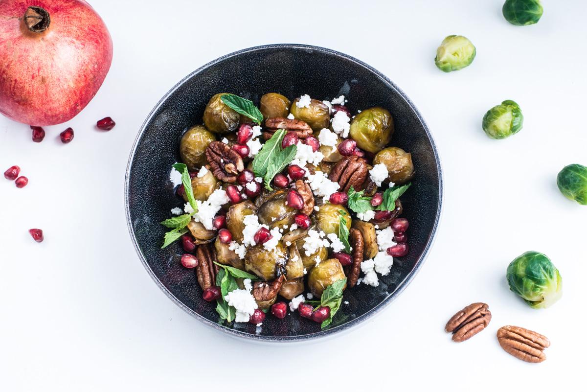 Gerösteter Rosenkohl mit Granatapfel und Pekannüssen