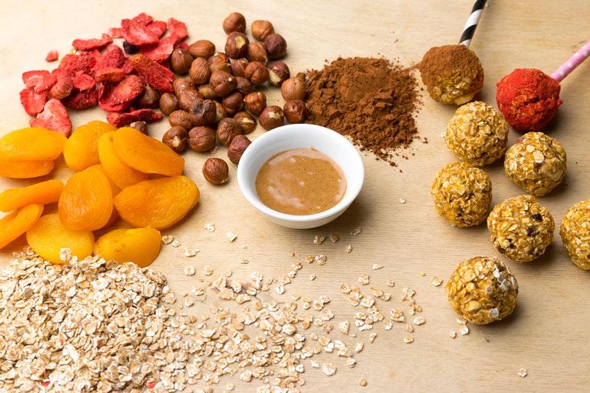 Getrocknete Aprikosen und andere Zutaten für Cake-Pops
