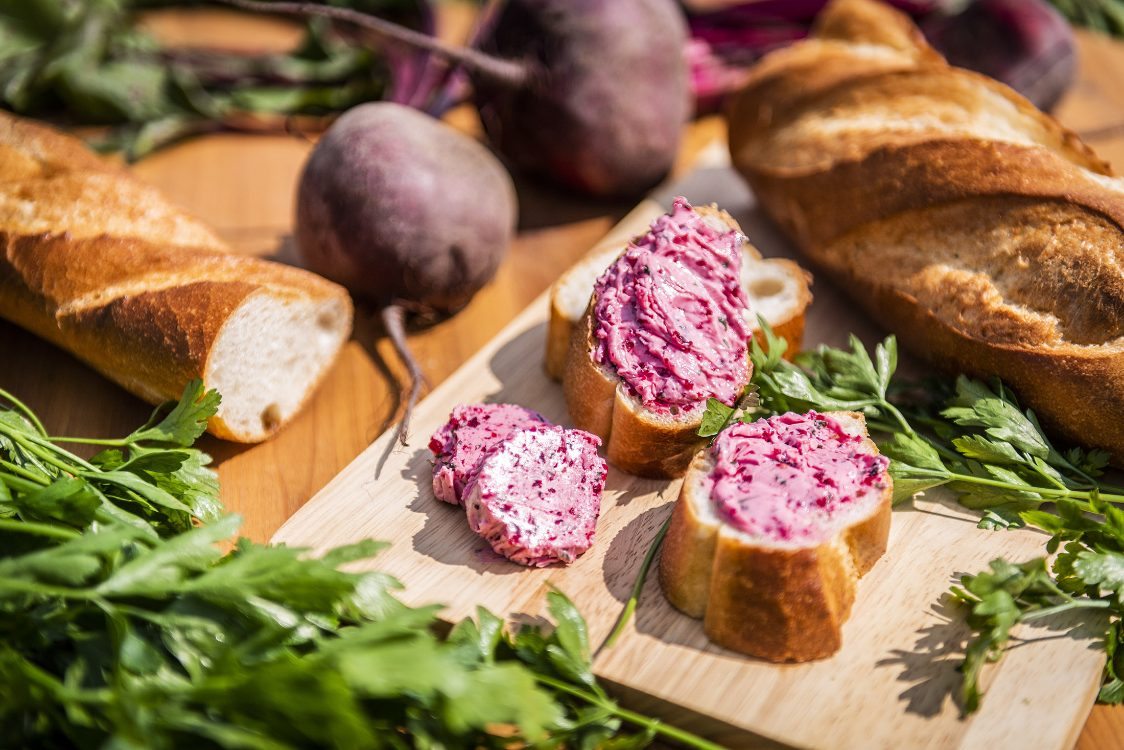 Rote Bete Butter auf Brot